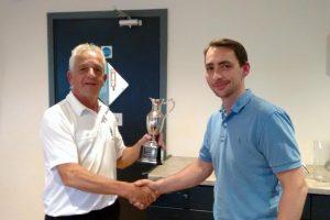 golf-nomads-receiving-trophy-2016